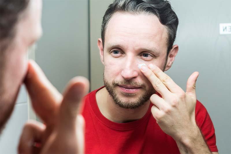 Gesichtspflege Männerhaut worauf achten