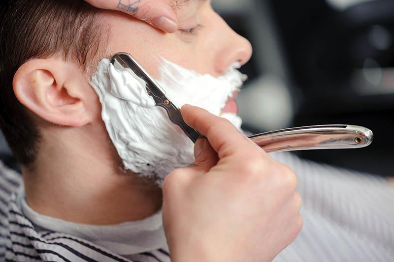 Rasieren mit Rasiermesser
